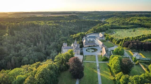 Vue aérienne sur le château de Modave