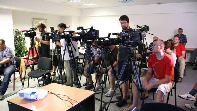 Conférence de presse avec journaliste et cameraman
