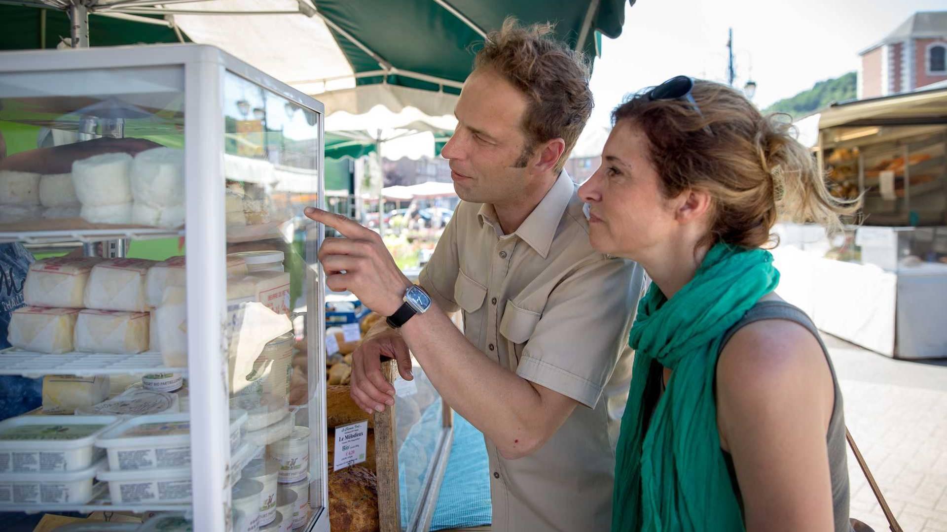 Un couple au marché de Huy