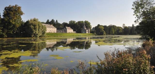 Vue sur l'étang et la chapelle de Vervoz