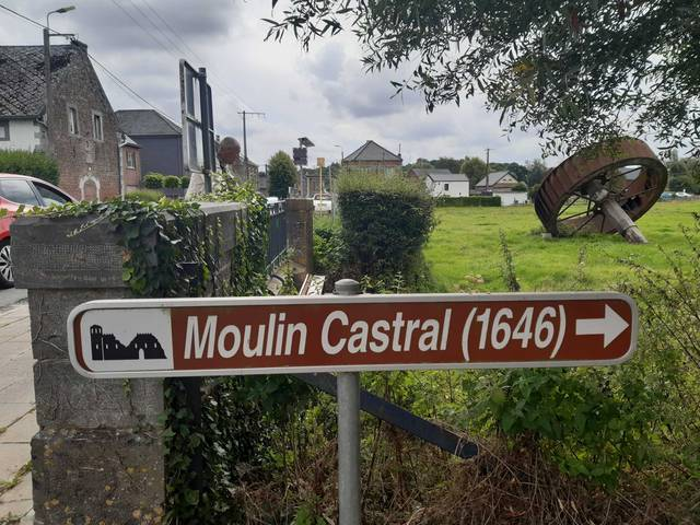 flêche indicateur pour le Moulin castral d'Hollogne-sur-Geer